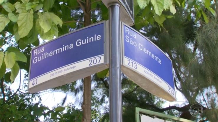 Poste com as placas das ruas Guilhermina Guinle e São Clemente, em Botafogo